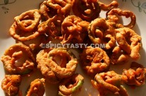 Snake Gourd Fritters / Pudalangai Varuval
