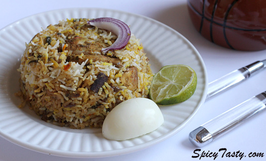hyderabadi-chicken-dum-briyani-2