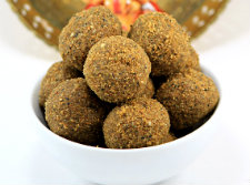 Happy Vinayagar Chaturthi and Ellu Urundai(Sesame Ladoos)