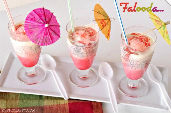 Fill serving glasses in the  Rabri Falooda Ice Cream