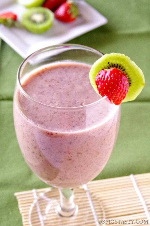 Strawberry Kiwi Smoothie (Gluten and Dairy Free) | Spicy Tasty
